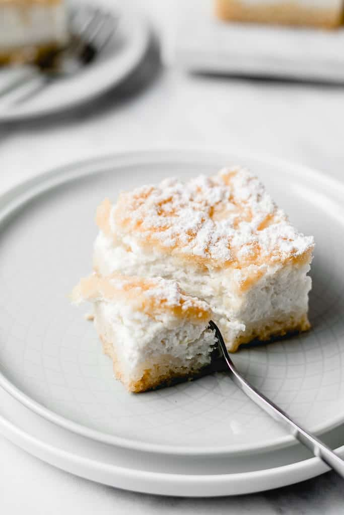 Refreshing and tangy, these Yogurt Lemon Pie Bars will win your heart! They're incredibly easy to make, you don't need any special ingredients and they're good for any occasion!⎪www.anasbakingchronicles.com